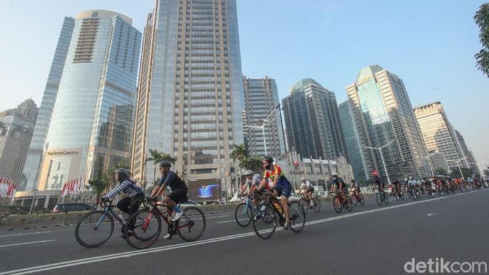 Polemik ruas Jalan Tol Lingkar Dalam Kota sebagai lintasan sepeda terus bergulir. Bahkan, para pehobi road bike menolak wacana tersebut.