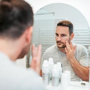 4 Urutan Skincare Untuk Pria, Simpel Buat Dilakukan Tiap Hari