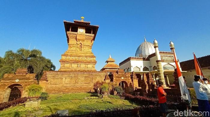 Prosesi puncak buka luwur Kanjeng Sunan Kudus pada 10 Muharram hari ini digelar secara sederhana.