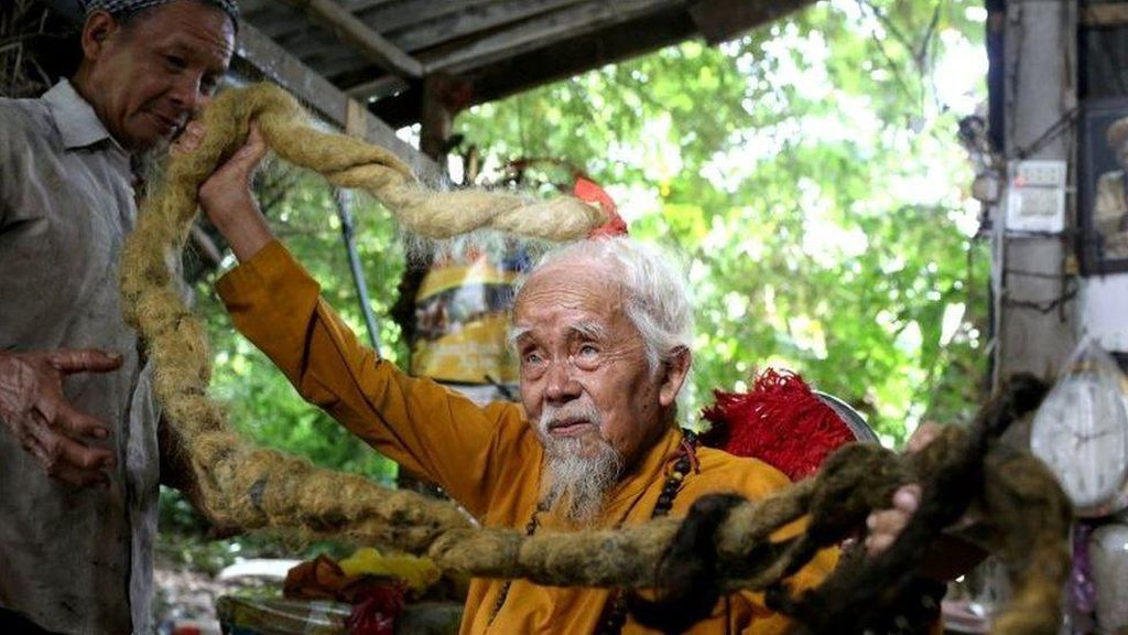 Pria Vietnam Punya Rambut 5 Meter, Tak Pernah Dicuci-Disisir Selama 80 Tahun
