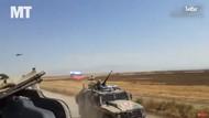 Momen Menegangkan Mobil Militer AS dan Rusia Saling Gasak di Suriah
