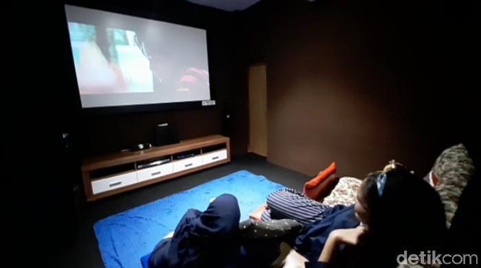 Bioskop rumahan - Anisa Indraini (detikcom)