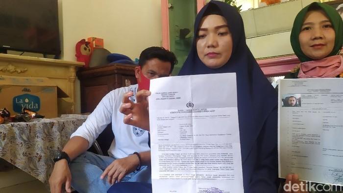 Korban penipuan rumah subsidi bodong tunjukan surat lapoan dan bukti dugaan penipuan
