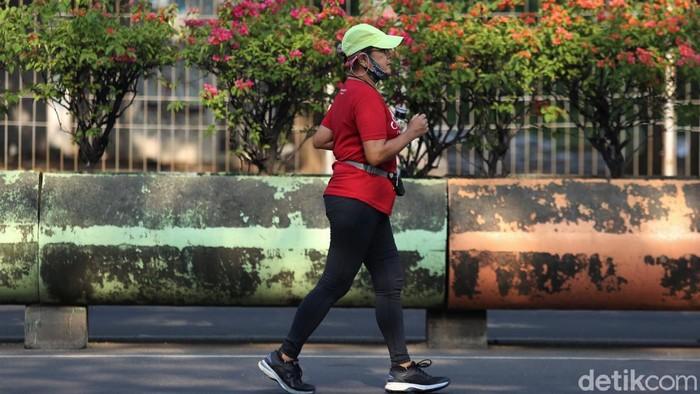 Minggu pagi kerap dimanfaatkan sejumlah warga di Ibu Kota untuk berolahraga. Mulai dari berolahraga lari hingga bersepeda bersama keluarga maupun teman.