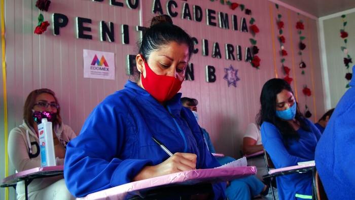 Kesempatan belajar di masa pandemi COVID-19 tak disia-siakan para napi perempuan di Meksiko. Mereka antusias menimba ilmu secara daring dari para profesional.