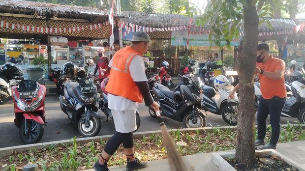 Suasana Bundaran HI, Minggu (30/8/2020), dipadati warga yang berolahraga