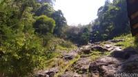 Letaknya yang tepat berada di kaki Gunung Ciremai membuat wisata Tenjo Layar sangat adem dan damai. (Bima Bagaskara/detikcom)
