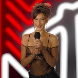 Foto: Artis Berbusana Terbaik dan Terburuk di MTV Video Music Awards 2020