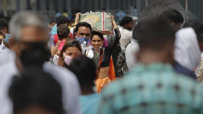 India mencatat rekor peningkatan harian kasus virus corona tertinggi di dunia yakni 78.761 kasus baru dalam 24 jam.