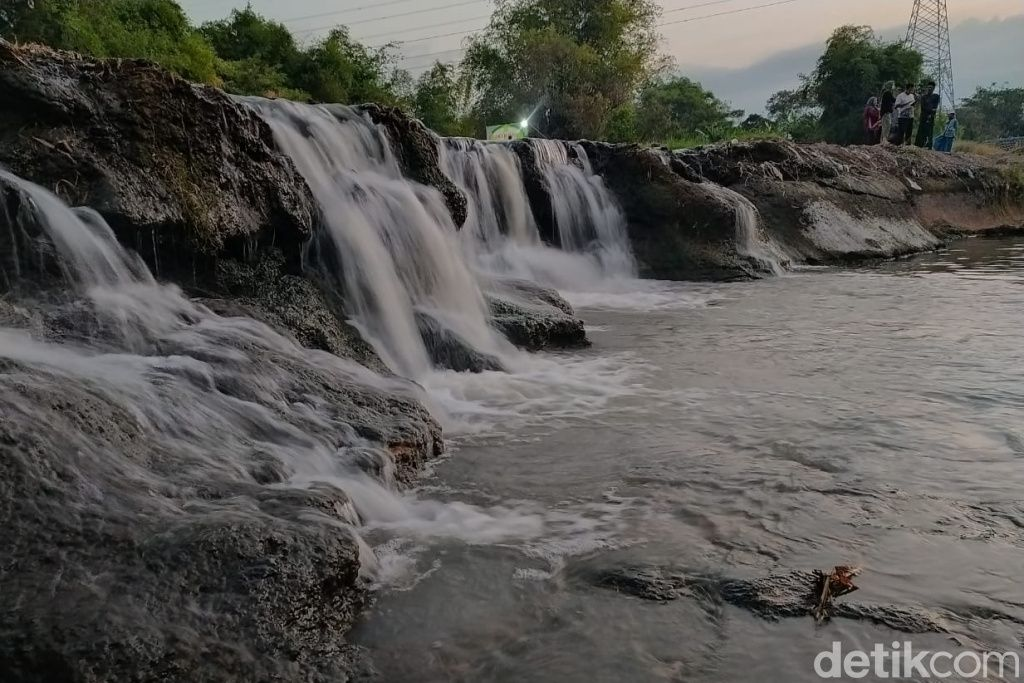 Air terjun Sungai Dhompo Pasuruan