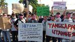 Aksi Biduan Dangdut Minta Izin Hiburan Dibuka