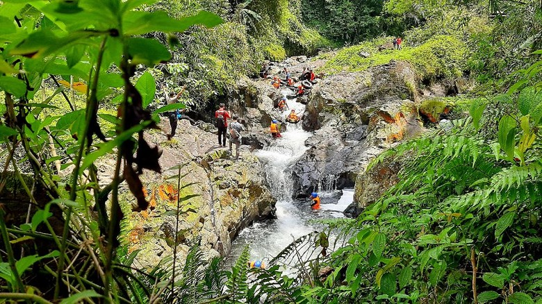 River tubing di Curug Gede Damar Payung