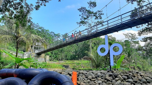 Traveler yang mau ke Curug Gede Damar Payung, dari arah kota Purwokerto tinggal menuju ke Baturraden. Sesampainya di pintu gerbang Mandala, traveler dapat mengambil jalur menuju Desa Kotayasa, Kecamatan Sumbang. (Arbi Anugrah/detikcom)