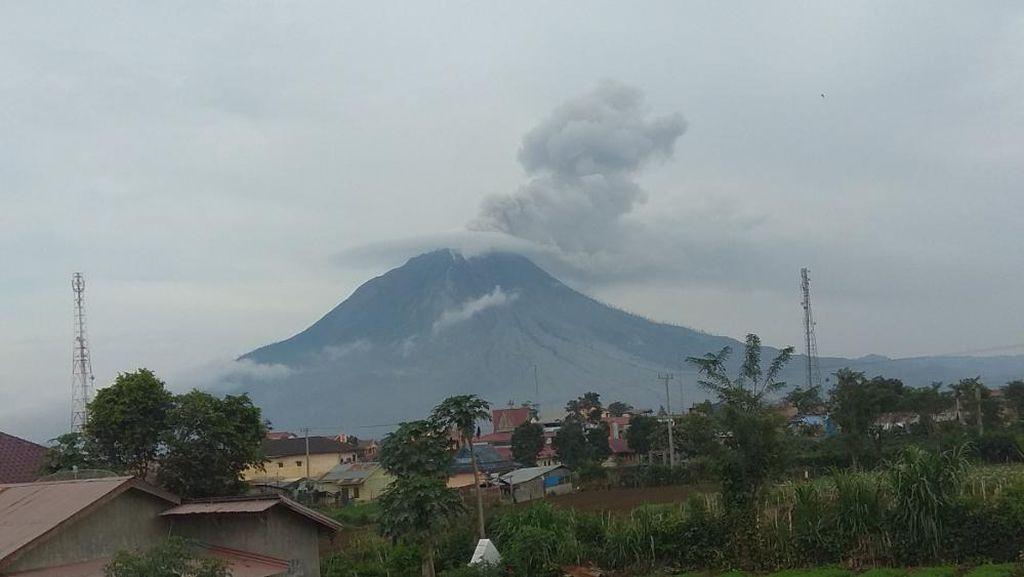 Sempat Tertidur 6 Hari, Gunung Sinabung Erupsi Lagi Hari Ini