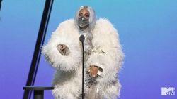 Lady Gaga Gunakan Masker Karya Desainer Indonesia di MTV VMAs