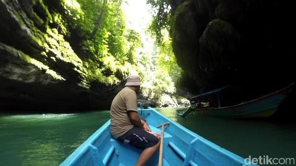 Adapun sejumlah objek wisata paling banyak dikunjungi yakni, Pantai Karapyak, Pantai Pangandaran, Pantai Batu Hiu, Citumang Bodyrafting, Cukang Taneuh dan Green Canyon. Faizal Amiruddin/detikcom