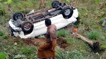 Hilang Kendali, Mobil Terjun ke Jurang di Sukabumi