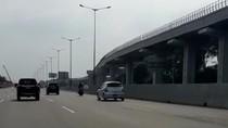 Kronologi Motor Boncengan 3 Masuk Tol Bekasi Timur dan Jatuh Senggol Mobil