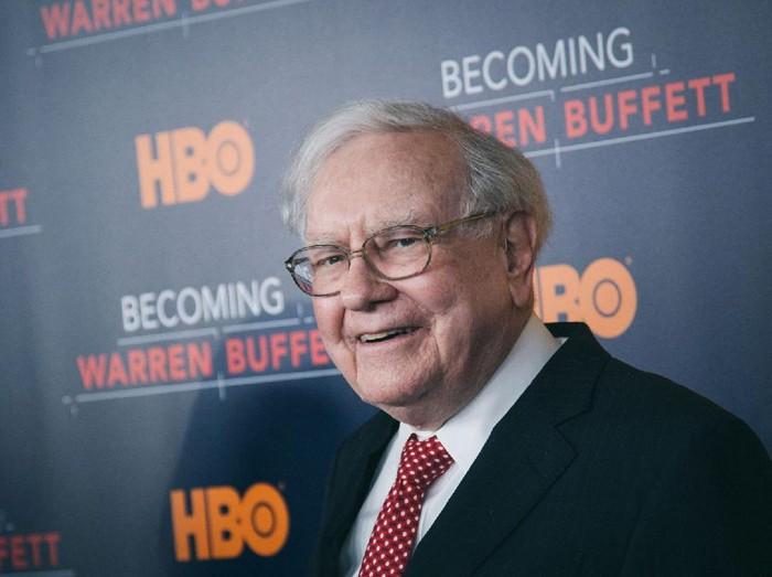 Warren Buffett memiliki standar kecerdasan bisnis legendaris. Reputasinya di dunia investasi dan bisnis membuat kekayaannya membengkak lebih dari US$ 80 miliar.