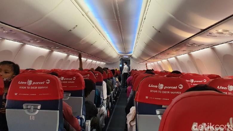 Pesawat Batik Air yang hampir terisi penuh penumpangnya