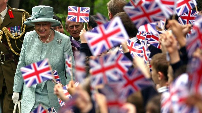 A picture taken on May 16, 2008 shows Britains Queen Elizabeth II arriving at the British Embassy as children wave flags in Ankara. Britains Queen Elizabeth II will start five months of diamond jubilee celebrations this weekend marking 60 years to the day on February 6, 2012 since she ascended to the throne after the death of her father. Over the last 60 years of rule her duties have kept her busy -- she has toured the world, visiting every Commonwealth country, while at home, she fulfils about 470 official engagements a year, from garden parties to hospital openings to state banquets helped by her robust health, and the unfailing support of her husband Prince Philip.  AFP PHOTO / Firat Yurdakul / Pool (Photo by FIRAT YURDAKUL / POOL / AFP)