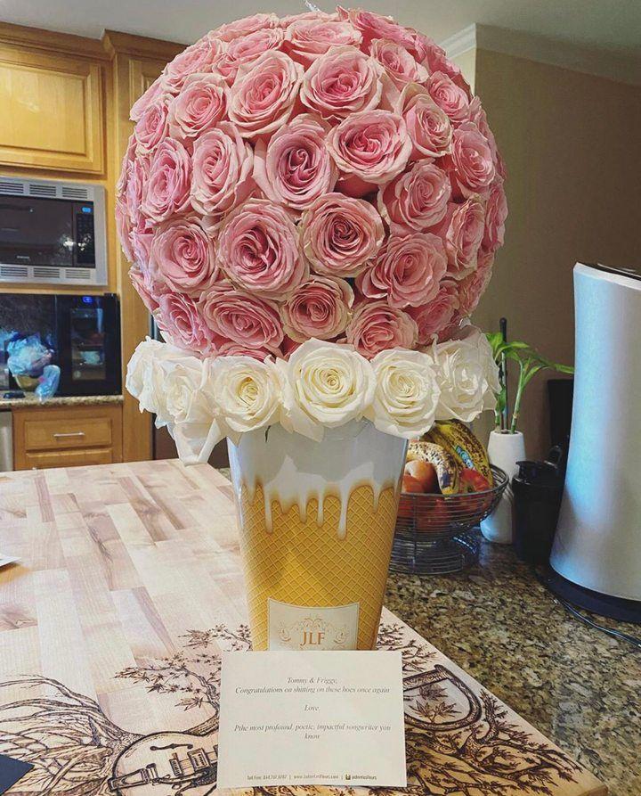selena gomez dapat bunga bentuk es krim