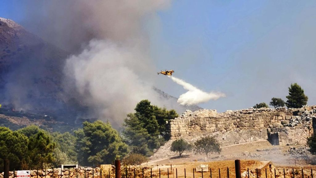 Situs Arkeologi Mycenae di Yunani Terbakar