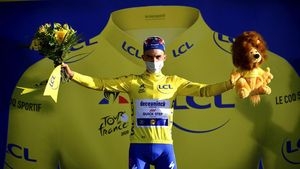 Alaphilippe Rebut Jersey Kuning Setelah Menangi Etape 2 Tour de France