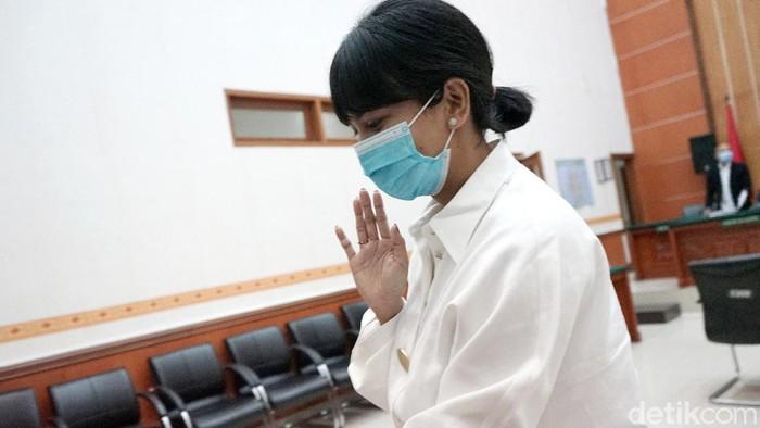 Vanessa Angel dan Bibi, suaminya, saat ditemui di PN Jakarta Barat.