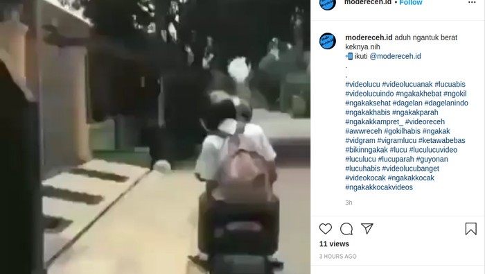 Untung pakai helm, kepala pembonceng motor yang ngantuk disambar plang marka jalan.