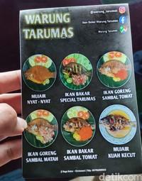 Warung Tarumas menyediakan ikan mujair khas danau Batur. Menunya antara lain ikan bakar spesial Tarumas, mujair nyat-nyat, ikan goreng sambal matah, ikan goreng sambal tomat dan lain-lain.