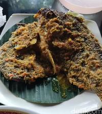 Begini hidangan ikan berbumbu nyat-nyat di Batur Bali.