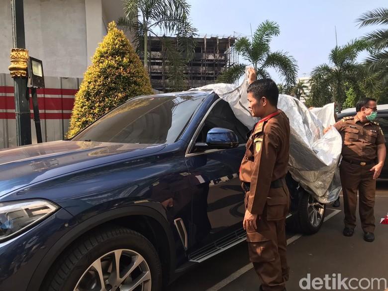 Bagian dalam mobil BMW jaksa Pinangki Sirna Malasari