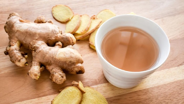 Ginger tea,Asian herbal hot drink made from ginger root. It has been widely use as a herbal medicine in Asia,also usually used to prevent cold and help with digestion, upset stomach, diarrhea, nausea.