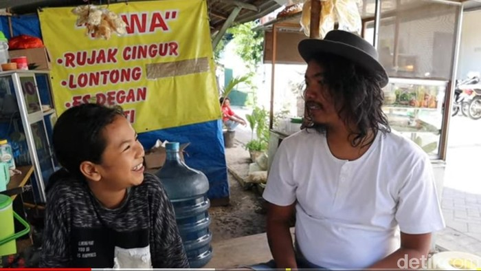 Jawa Nur Alam (13) pernah kolaborasi di akun Youtube komika Dodit Mulyanto.