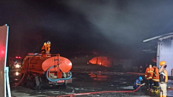 Kebakaran di gudang Polytron, Demak, pukul 21.55 WIB, Selasa (1/9/2020).