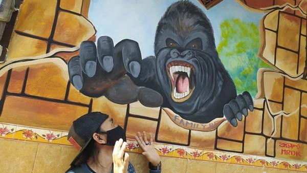 Untuk lukisan lainnya yang ada antara lain lukisan Kind Kong, geometri, kura-kura, hulk, buku, pesawat dan lain sebagainya. Seru kan?