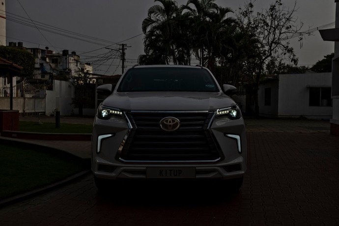 Modifikasi Toyota Fortuner berwajah Lexus LX