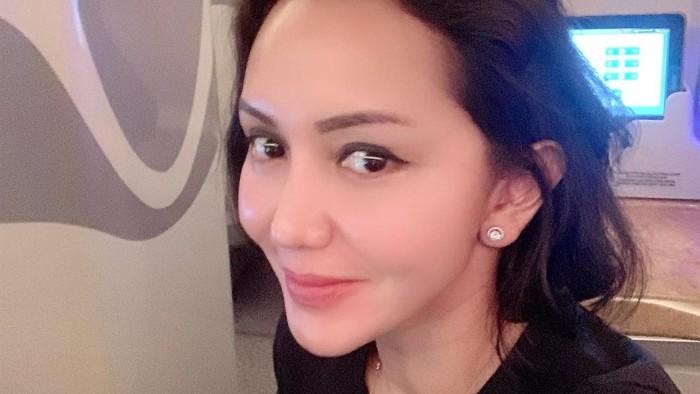 Jaksa Pinangki Sirna Malasari terus menjadi buah bibir. Usai ditangkap terlibat dalam kasus Djoko Tjandra, kini gaya hidup mewahnya pun tak luput dari sorotan media. Ini potretnya.