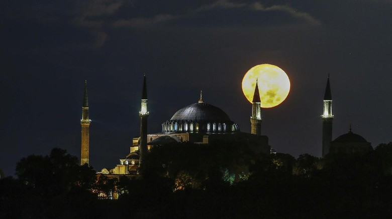 The full moon rises behind the Byzantine-era Hagia Sophia in the historic Sultanahmet district of Istanbul, early Tuesday, Sept. 1, 2020. Worshipers held the first Muslim prayers in 86 years inside the Istanbul landmark that served as one of Christendoms most significant cathedrals, a mosque and a museum before its conversion back into a Muslim place of worship on July 24, 2020. The conversion of the edifice, has led to an international outcry. (AP Photo/Emrah Gurel)