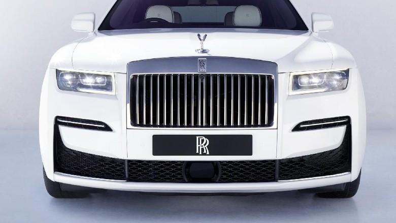 Rolls-Royce Ghost resmi meluncur.