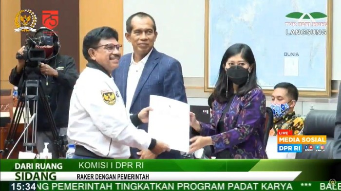 Setelah dinanti, akhirnya Indonesia dalam waktu dekat akan memiliki Undang-Undang Pelindungan Data Pribadi. Seluruh fraksi di Komisi I DPR RI menyatakan satu suara untuk membahas RUU Pelindungan Data Pribadi bersama pemerintah.