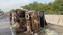 Truk Muatan Bahan Kimia Terbakar di Tol Jagorawi, Lalin Sempat Macet