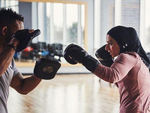 Hijab olahraga Under Armour