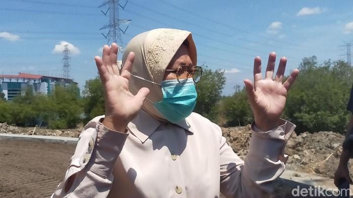 Menkopolhukam Mahfud MD menilai resesi ekonomi bagi Indonesia sulit dihindari. Namun Wali Kota Tri Rismaharini menyampaikan, perekonomian Surabaya akan positif hingga akhir tahun.