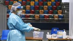 Hong Kong mulai melakukan tes virus Corona secara massal pada warganya. Hal itu dilakukan sebagai bagian dari upaya membasmi gelombang ketiga Corona.