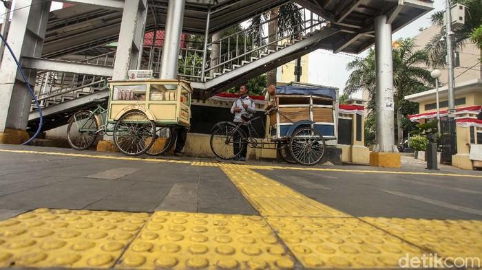 Pemprov DKI Jakarta berencana memfasilitasi para pelaku usaha mikro, kecil, dan menengah (UMKM) agar bisa berjualan di trotoar jalan-jalan utama di Ibu Kota.