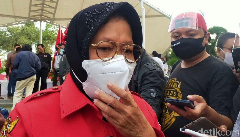 Wali Kota Surabaya, Tri Rismaharini, hadiri deklarasi bakal calon Wali Kota dan Wakil Wali Kota Surabaya Eri Cahyadi-Armuji. Deklarasi digelar di Taman Harmoni.