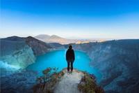 Kawah Ijen di Banyuwangi memang punya daya yang tidak bisa ditolak turis. (Shutterstock)