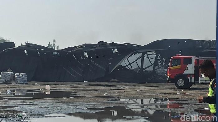 Kebakaran gudang elektronik di Sayung, Demak
